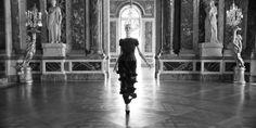 Мода неразрывно связана с культурой. Они всегда идут нога в ногу, бок о бок. Мода— это временное господство определённого стиля в какой-либ...