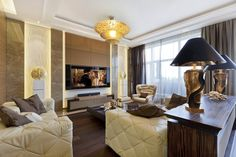 Луксозният апартамент се състои от две части. Първата включва обширна всекидневна, кухня и трапезария, а втората предоставя две спални и огромно гардеробно помещение.