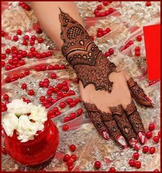 Here are the best bridal mehndi designs 2019 trends in India and Pakistan. Beautiful traditional henna designs are most popular all around the world. Kashee's Mehndi Designs, Pakistani Mehndi Designs, Floral Henna Designs, Finger Henna Designs, Latest Bridal Mehndi Designs, Mehndi Designs For Girls, Wedding Mehndi Designs, Mehndi Designs For Fingers, Beautiful Henna Designs