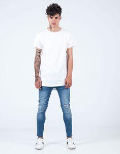 Camiseta básica regular fit blanco JVZ. Mens Fashion, Mens Tops, T Shirt, Templates, White People, Moda Masculina, Supreme T Shirt, Man Fashion, Tee