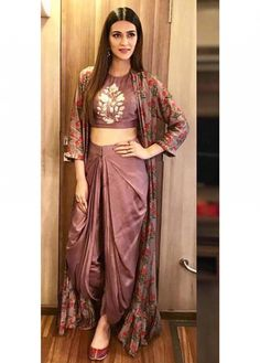 Celebrity Style Clothes by Fashion Designer Anoli Shah Indian Gowns Dresses, Indian Fashion Dresses, Indian Designer Outfits, Fashion Outfits, Designer Dresses For Wedding, Indian Fashion Trends, Fashion Clothes, Bollywood Mode, Bollywood Fashion