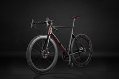 The new disc brake road bike in carbon fiber is ready. Made in Italy, customizable in size using our exclusive parametric software, is waiting to go out with you for your next adventure! write us to know more design(at)tred(dot)me or pass by the Desenzano del Garda Concept Store!  #cycling #design #roadbike #bikeporn #carbonfiber #1k #romolostanco #ciclismo #bdc #bikepassion #aracnide