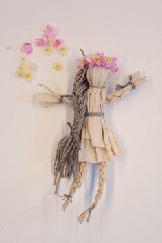 DIY Corn Husk Dolls. http://blog.freepeople.com/2012/10/diy-corn-husk-flower-child/