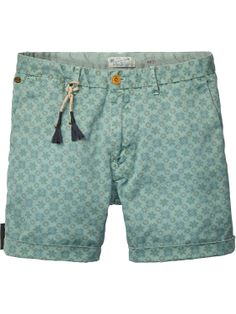 Chino shorts met all-over print - Scotch & Soda Chino Shorts, Men Shorts, Ugly Outfits, Cool Outfits, Bermuda Short, Short Niña, Streetwear Shorts, Mens Trends, Surf Wear