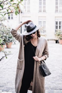 Women's Fashion: Spring, Summer, Fall Style (Black Tank, Black Pants, Black Jumpsuit, Oversize Cardigan Sweater, Black Crossbody Purse, Fedora Hat) | #womensfashion