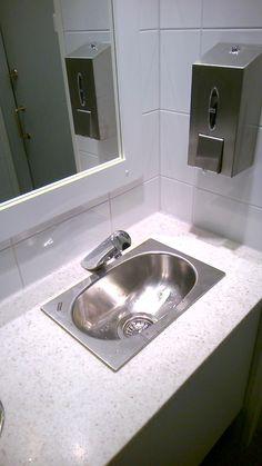 Pickwick Pub Kaivokatu (Naisten WC). Delabie 440006 Delabie TEMPOMATIC 4 (6V) kosketusvapaa hana. http://aqva.fi/fi/home/212-delabie-44006-tempomatic-4.html