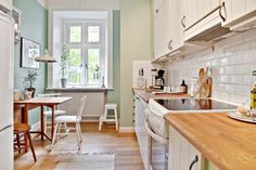 Jurnal de design interior - Amenajări interioare : Soluție de separare a dormitorului de living într-o garsonieră de 43 m²