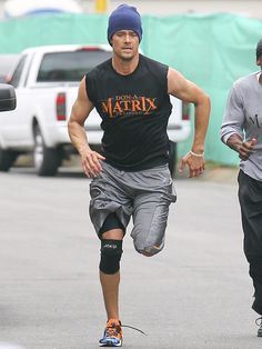 Josh Duhamel looks surprisingly hot during a workout: would you hit it?