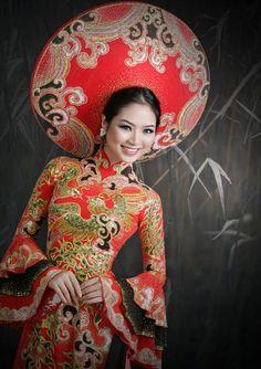 ĐÀI PHÁT THANH - TRUYỀN HÌNH NINH THUẬN Vietnamese Clothing, Vietnamese Dress, Vietnamese Traditional Dress, Traditional Dresses, Asian Fashion, Unique Fashion, Asian Woman, Asian Girl, Japanese Kimono Dress