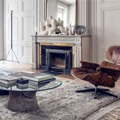 A lesson in balance from Maison HAND. Classic architecture paired with mid-century modern furniture, rounded Furniture, House Design, Modern Furniture, Classic Architecture, Vogue Living, Mid Century, Mid Century Modern Furniture, Modern, Elle Decor