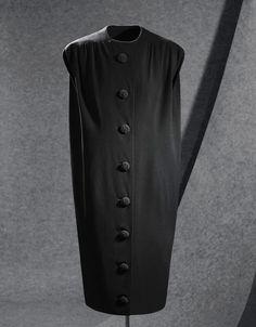 Vestido de Crepé negro, 1957                                                                                                                                                                                 Más