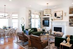 """Clearly Chic: Try """"Invisible"""" Curtain Rods to Power Up Your Style"""