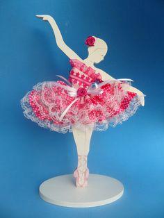 Lindo enfeite de mesa para festa ou para decorar o quarto da sua bailarina. Ela é decorada com perolas no corpete, renda, flores de gripir e fitas de cetim . Toda a roupinha é feita a mão. Ela é igualzinha na frente e atras. É uma exclusividade da By Veronica. Faço na cor que voce quiser. . ... Hobbies And Crafts, Diy And Crafts, Arts And Crafts, Cardboard Crafts, Paper Crafts, Birthday Centerpieces, Good Night Sweet Dreams, Gold Baby Showers, Scroll Saw Patterns