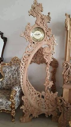 wood carving pictures drawings and sketches: 52 thousand images found in Yandeks. Wooden Clock, Wooden Art, Wood Projects, Woodworking Projects, Wood Carving Designs, 3d Laser, Wood Sculpture, Wood Design, Antique Furniture