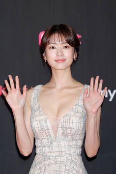 Moon And Stars Wallpaper, Asian Honey, Jung So Min, Korean Actresses, Beautiful Actresses, Korean Girl, Makeup Looks, Beautiful Women, Actors