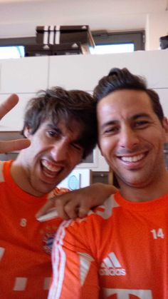 Claudio Pizarro + Javi martinez <3 Twitter / pizarrinha: Con Javier antes de salir a ...