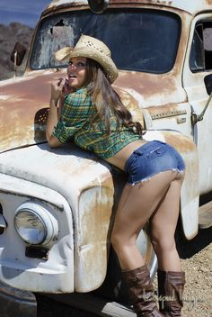 Leticia Farr Cowgirl | MMA RingGirl | Sexy Model | More sexy women models at http://sexy-calendars.net | Country Glamour