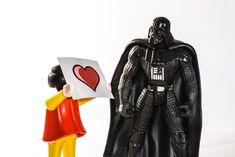 Tu-einem-Griesgram-einen-Gefallen-Tag – der amerikanische National Do a Grouch a Favor Day: Schon gewusst? Am 16. Februar ist in den USA… Darth Vader, Character, Usa, February, Lettering, U.s. States