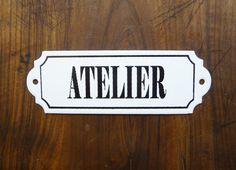 Plaque émaillée Atelier, french vintage, plaque de porte, plaque ancienne, identification de pièce, décoration étro de la boutique sofrenchvintage sur Etsy