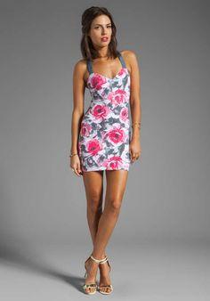 Imagenes de vestidos cortos para fiestas de dia