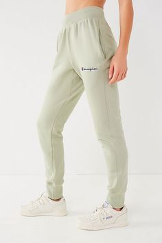Shop Champion & UO Reverse Weave Jogger Pant at Urban Outfitters today. Jogger Pants Outfit, Cute Sweatpants Outfit, Cute Pants, Joggers, Hoodie Sweatshirts, Hoodies, Champion Clothing, Jugend Mode Outfits, Teen Fashion Outfits