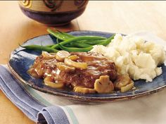 Beef steak with gravy! What could be more satisfying and delicious? This versions on the table in about 30 minutes.