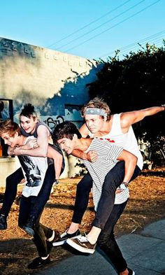 5 second of summer wallpaper must download... share all frd.. 5 Seconds of Summer (commonly initialised as 5SOS) are an Australian pop punk and pop rock boy band. Formed in Sydney in 2011, the band consists of Luke Hemmings (lead vocals, guitar), Michael Clifford (guitar, vocals), Calum Hood (bass guitar, vocals) and Ashton Irwin (drums, vocals). These members were originally YouTube celebrities, who posted videos of themselves covering songs from various artists in 2011. From there, t...