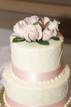 wedding cakes with r5eal flowers | photo credit: Tracy Hunter