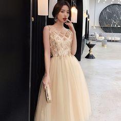 d68a0f3df9 Stylowe   Modne Szampan Sukienki Wieczorowe 2019 Princessa Wycięciem Cekiny  Bez Rękawów Długość Herbaty Sukienki Wizytowe