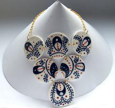 Blau – weiß Halskette, Kette im Maritim Blau, und Blumen Motive, orientalische Kette, mit Gold und Rot von KleineUngarin auf Etsy