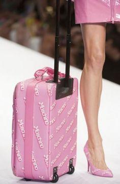 Moschino Borse primavera estate 2015: Barbie Girls tutte in Rosa Shocking Moschino borse primavera estate 2015 trolley