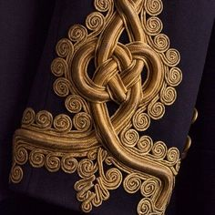 Manga paletó Frazão pattern - Sleeve detail of the tunic of a captain, Royal Artillery, Hawkes - Late Gold Embroidery, Embroidery Fashion, Embroidery Designs, Embroidery Techniques, Sewing Techniques, King Costume, Military Costumes, Military Style Jackets, Military Jacket