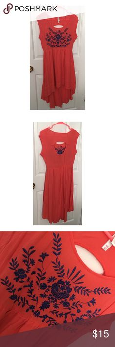 coral hi-low dress coral (pretty coral, not orange), hi-low dress with pretty blue accents. open back. super cute spring/summer dress! perfect with wedge sandals or strappy sandals. smoke free home. ❌no trades❌ Xhilaration Dresses High Low