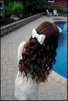 loose wavy brown curls and a cute bow