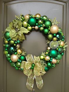 Diy christmas wreaths 537054324311602773 - green gold Christmas wreath idea Source by imarib Bauble Wreath, Christmas Ornament Wreath, Christmas Door Wreaths, Diy Christmas Ornaments, Holiday Wreaths, Diy Wreath, Christmas Decorations, Winter Wreaths, Stick Christmas Tree