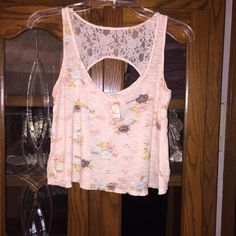 Floral crop tank Adorable lightly worn cropped tank. Super pretty floral pattern and lace detail on back.   Offers are welcome!!!!  15% discounts on bundles always  I ship orders out FAST!   NO TRADES NO PAYPAY  I ONLY SELL THROUGH POSH!! Kirra Tops Tank Tops