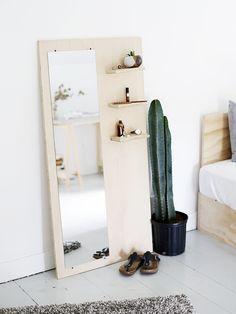 DIY Plywood Floor Mirror with Open Shelving Plywood Projects, Home Projects, Woodworking Projects, Wooden Projects, Woodworking Furniture, Welding Projects, Diy Regal, Mirror With Shelf, Mirror Shelves
