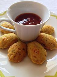 Madeleines de gorgonzola com castanha-do-pará