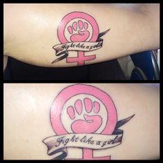Y esta luchadora sin límites:   23 tatuajes feministas que destrozan por completo el patriarcado