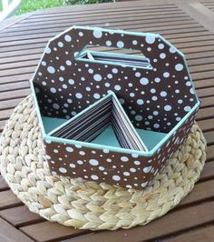 Make it to where it folds in n out Cardboard Box Diy, Cardboard Organizer, Cardboard Furniture, Diy Furniture, Home Crafts, Diy And Crafts, Diy Paper, Paper Crafts, Origami And Quilling