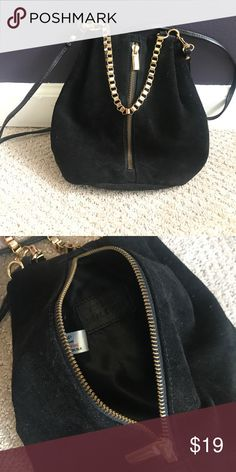 Top shop crossbody Top shop real suede cross body bag with gold detail and thin black leather strap. Zips down the middle of the bag.  Barely used. Topshop Bags Crossbody Bags
