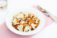 Zoete aardappelsalade met geroosterde bloemkool – 5 OR LESS Love Food, A Food, Salad Recipes, Healthy Recipes, Healthy Food, Vegan Vegetarian, Dinner Recipes, Veggies, Low Carb