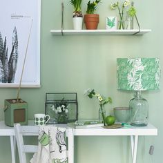 Apple green home office how to decorate with green Green Desk, Green Office, Green Wallpaper, Pattern Wallpaper, Green Home Offices, Small Apartment Design, Candy Christmas Decorations, Green Rooms, Room Ideas Bedroom