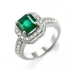 El anillo con esmeralda y diamantes IGUAZU es un espectacular anillo con una montura clásica y una esmeralda central cuadrada engarzada en 4 garras lo que permite la entrada de la luz en la piedra preciosa, aportando a la joya el verdadero color verde que junto al brillo de los diamantes la convierten en un anillo de compromiso perfecto.    Factible de fabricar en oro amarillo y blanco, siendo esta segunda la opción más recomendada. Puedes adquirirlo en www.joyeriaydiamantes.com