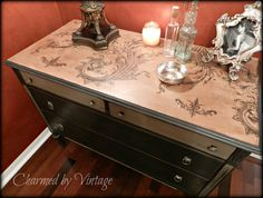 Antique Mahogany Old World Style Dresser par CharmedByVintage