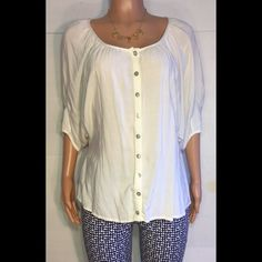White button down cotton blouse. Bust (armpit to armpit) 22 inches, length is 23 inches, batwing 3/4 sleeves. 15% off bundles Tops Tunics