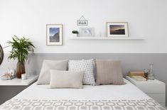 Fotos: Quarto de casal: como combinar parede, cabeceira da cama e mesas laterais - - UOL Universa Dark Interiors, Hotel Interiors, Bedroom Colors, Diy Bedroom Decor, Home Decor, Interior Decorating, Interior Design, Decorating Games, Minimalist Bedroom