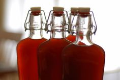 Homemade pomegranate liqueur is surprisingly easy to make without any complex or out-of-the-ordinary tools and the results are both delicious and make perfect gifts for almost any occasion. Pomegranate Liqueur, Pomegranate Recipes, Raspberry Liqueur, Homemade Liquor, Homemade Gifts, Homemade Liqueur Recipes, Homemade Vanilla, Lemon Uses, Large Glass Jars