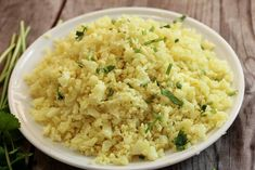 Welcome to how to make cauliflower egg fried rice in just 20 minutes. I absolutely love cauliflower fried rice. How To Make Cauliflower, Roasted Cauliflower, Cauliflower Rice, Vegan Side Dishes, Low Carb Side Dishes, Paleo Meal Plan, Paleo Diet, Menu Leger, One Pot Meals