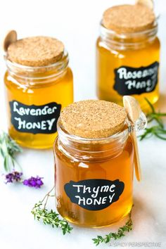 How to Make Herb Infused Honey - A marvelous edible gift for the holidays. Make herb honey, lavender honey, and other flavored honey recipes with Homemade Food Gifts, Edible Gifts, Homemade Soup, Diy Food, Food Ideas, Flavored Honey Recipe, Honey Recipes, Candied Almonds, Lavender Honey